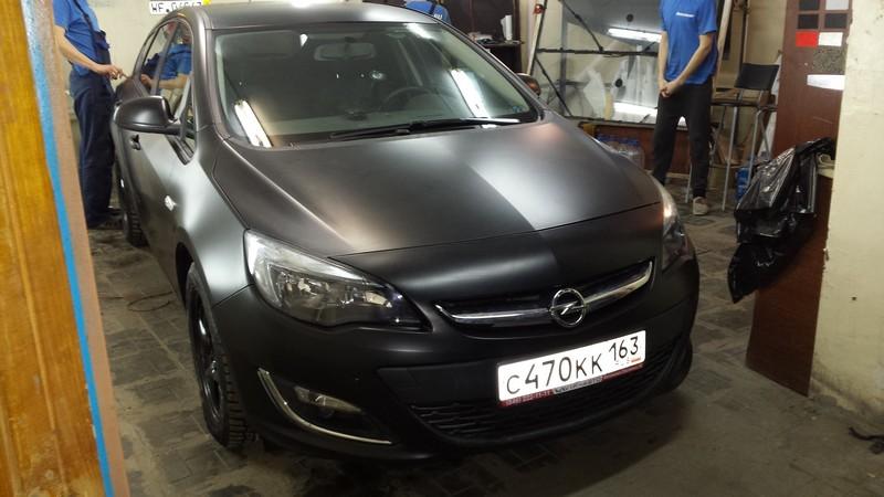 Opel Astra J — полная оклейка авто черной матовой пленкой премиум класса — 01.12.2013