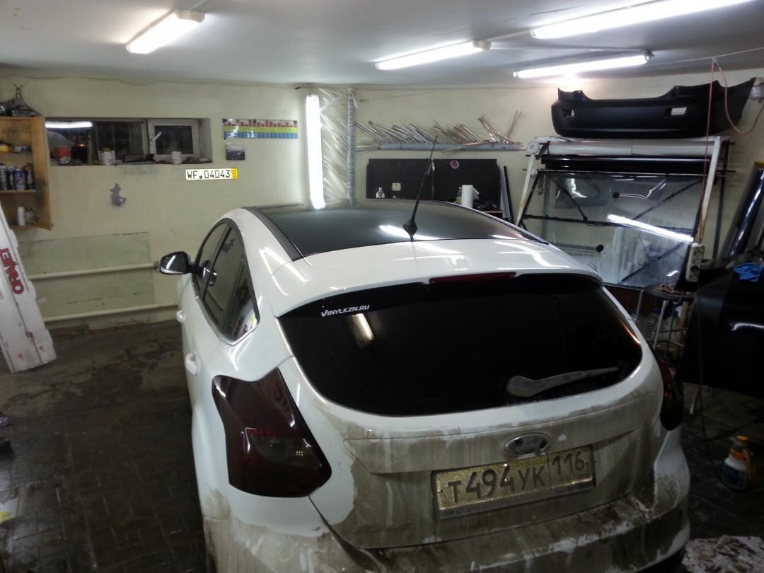Ford Focus — тонировка стекол и задних фонарей, оклейка крыши — 17.03.2014