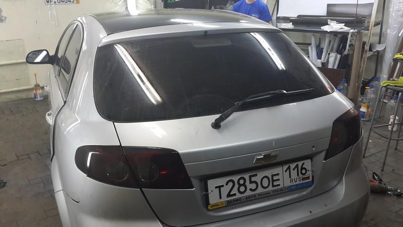 Chevrolet Lacetti — оклейка крыши черной глянцевой пленкой, эффект панорамной крыши, тонировка фонарей — 20.06.2014