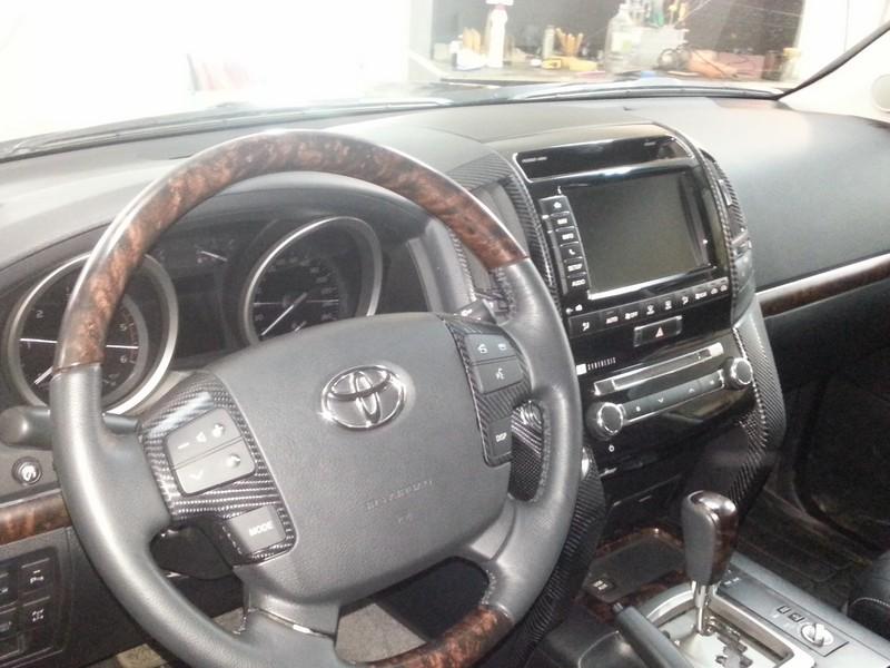 Toyota Land Cruiser 200 —  оклейка элементов салона автомобиля — июнь 2014
