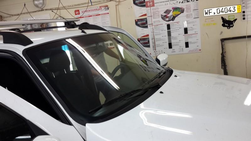 Chevrolet Niva — бронирование лобового стекла пленкой — 25.08.2014
