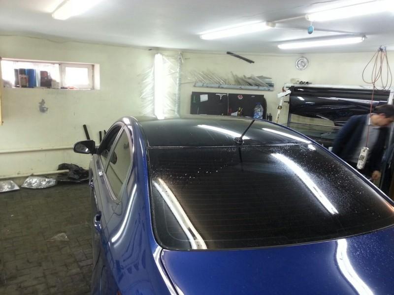 Kia Rio — оклейка крыши черной глянцевой пленкой премиум класса, цена 2500 рублей