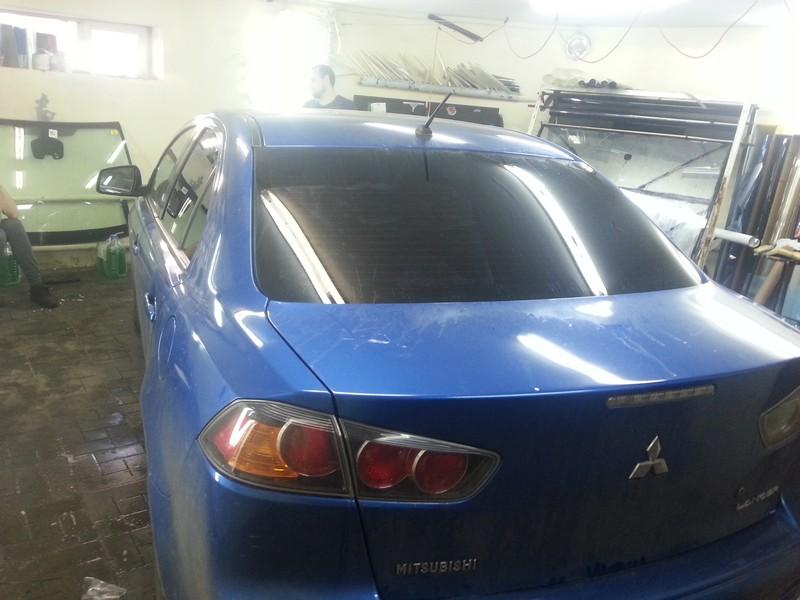 Mitsubishi Lancer X — тонировка стекол автомобиля пленкой карбон — цена 1800 рублей — октябрь 2014