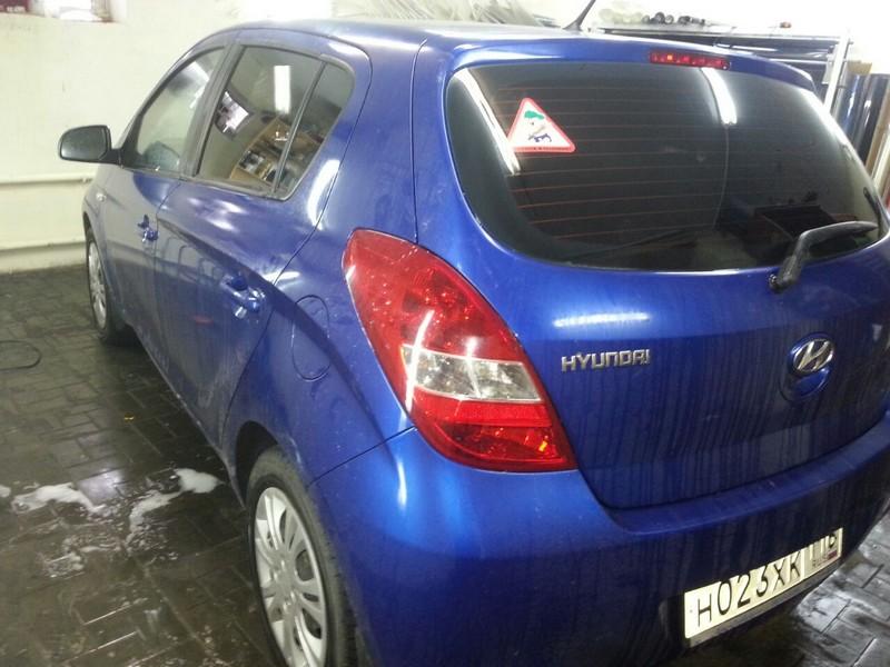 Hyundai i20 — тонировка автомобиля пленкой карбон — 13.10.20014