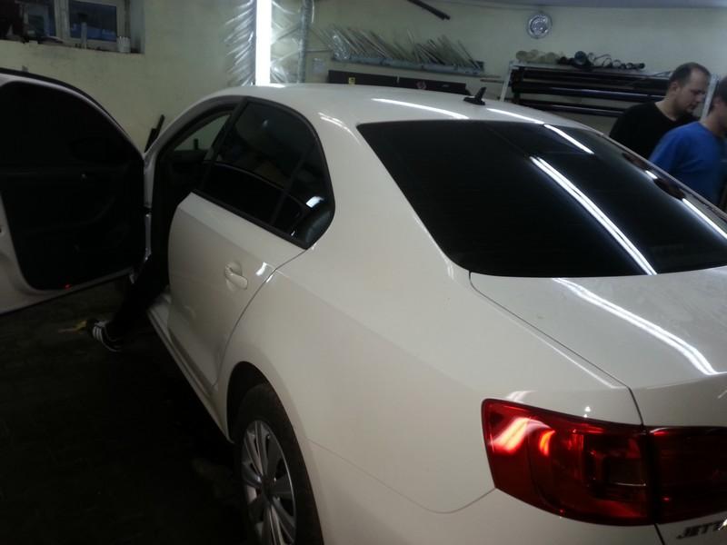 VW Jetta — тонировка пленкой Sun-Control, цена 1800 руб. — октябрь 2014
