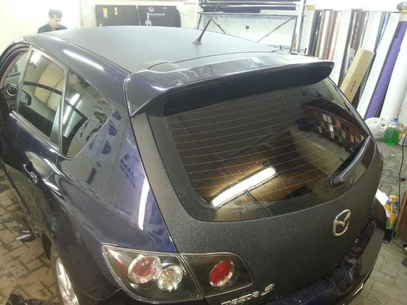 Mazda 3 — оклейка капота крыши багажника пленкой черная алмазная крошка — 03.11.2014