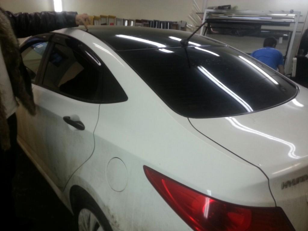 Hyundai Solaris — тонировка, оклейка крыши черной глянцевой пленкой — 06.01.201