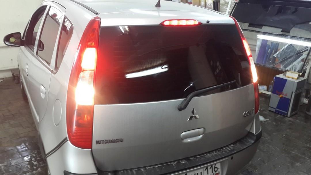 Mitsubishi Colt — тонировка автомобиля, цена 1600 руб.