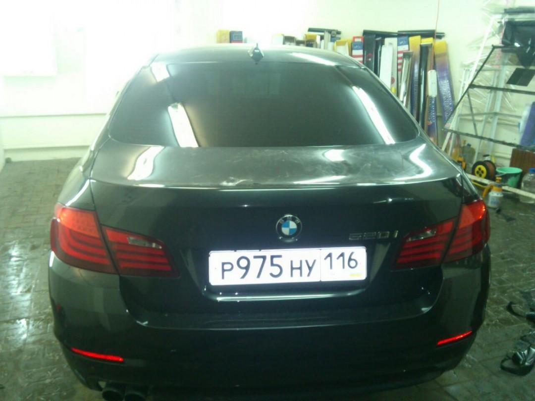 BMW 5 серии — тонировка задней части авто пленкой Global