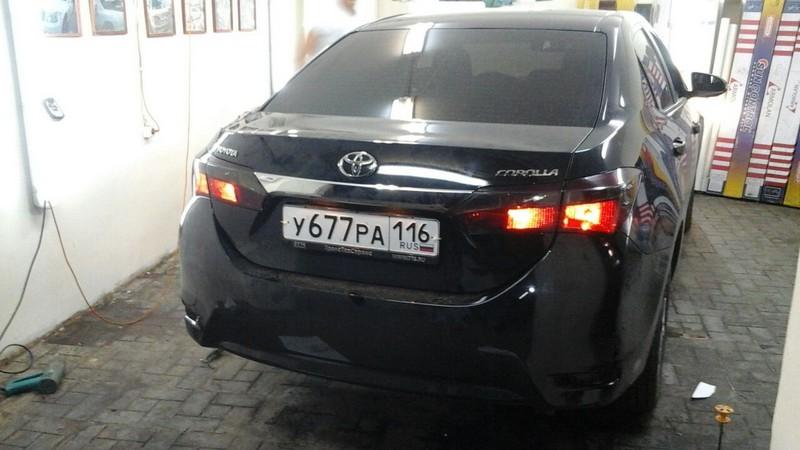 Toyota Corolla — тонировка задних фонарей, цена 1000 руб.
