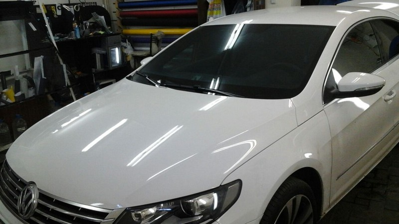 VW Passat — тонировка атермальной пленкой 3M Crystalline CR 70, цена 5500 руб., бронирование передних фар, тонировка задних фонарей