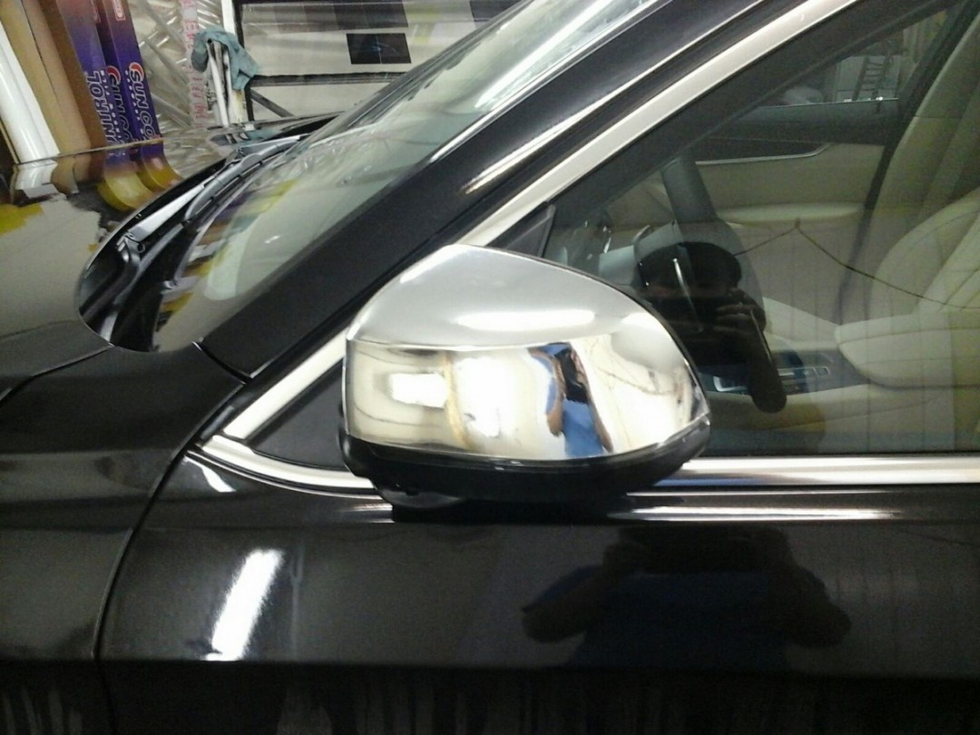 BMW X6 — оклейка части бампера, зеркал пленкой хром