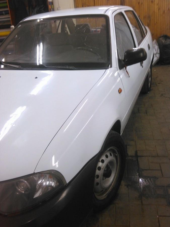 Daewoo Nexia — оклейка белой глянцевой пленкой для такси