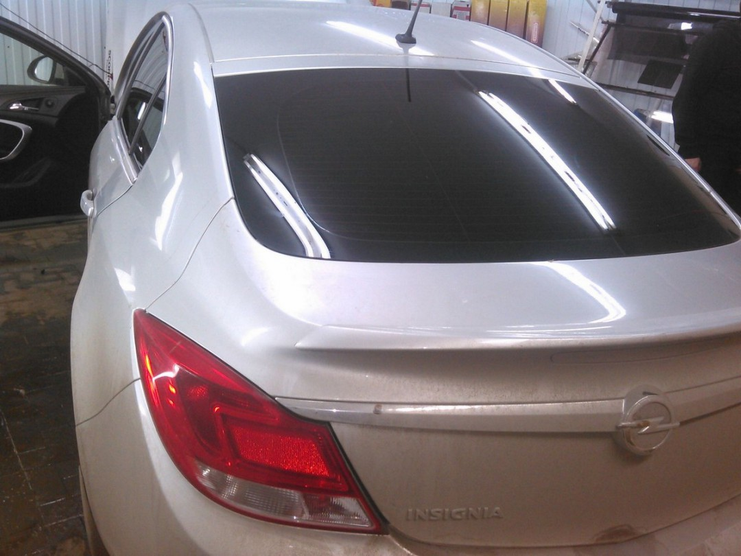 Opel Insignia — тонировка задней части авто