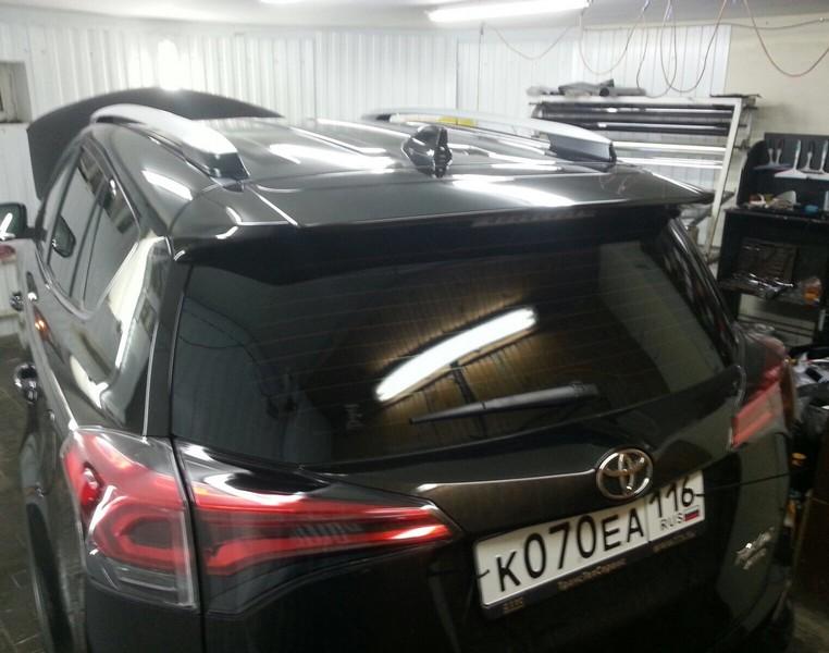 Toyota RAV 4 — бронирование передней части капота, фар, под ручками, тонировка