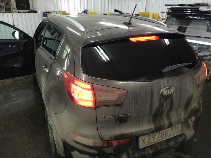 Kia Sportage — тонировка задней части авто, скрытая проводка видеорегистратора