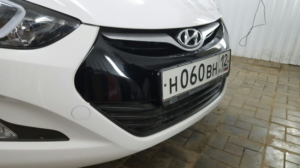 Hyundai Elantra — оклейка передней части черной глянцевой пленкой KPMF
