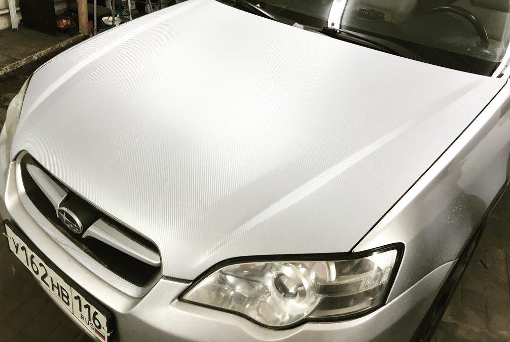 Subaru Legacy — оклейка капота серебристым 3D карбоном