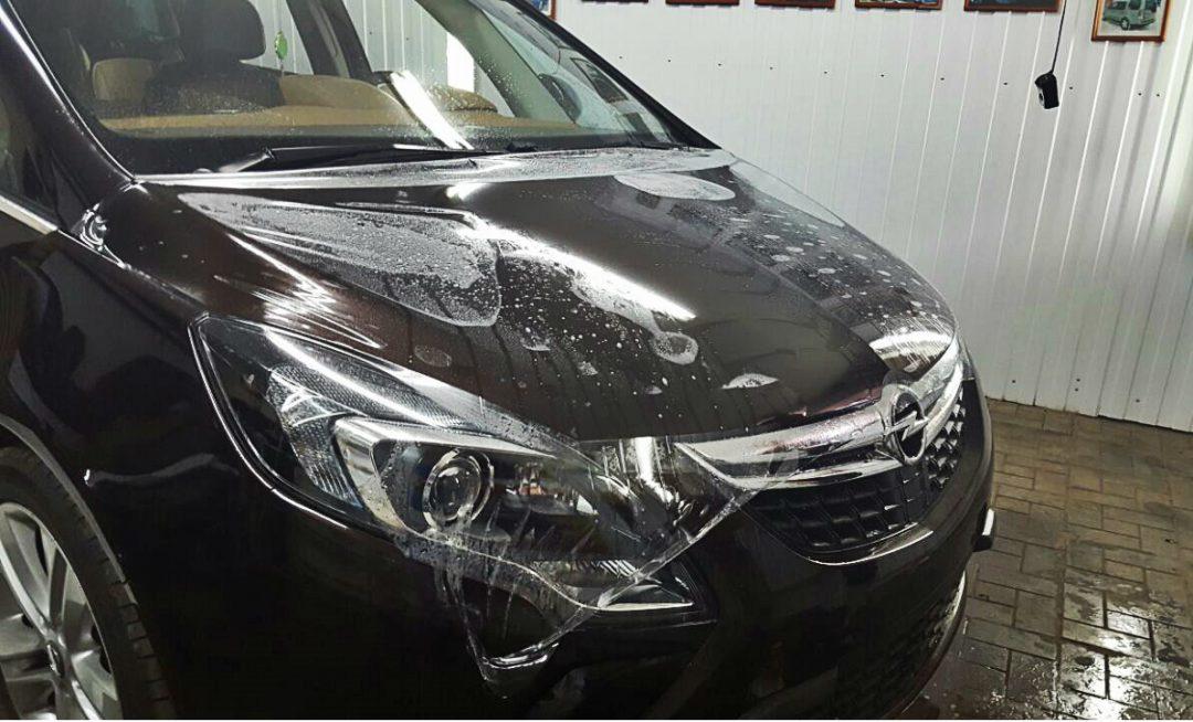 Бронирование антигравийной пленкой капота, бампера, крыльев, фары, под ручками, зеркала, рамки лобового стекла, погрузочной части заднего бампера — Opel Zafira