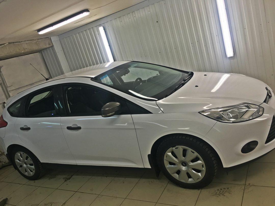 Оклейка для такси в белый глянец Ford Focus