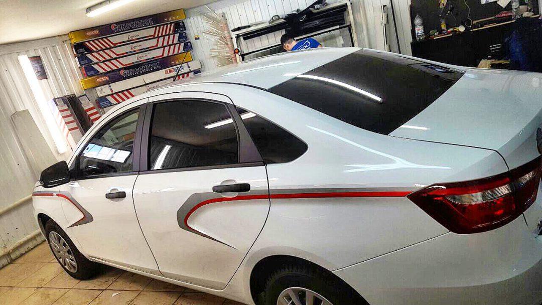 Нанесение декоративных полос на кузов автомобиля Лада Веста