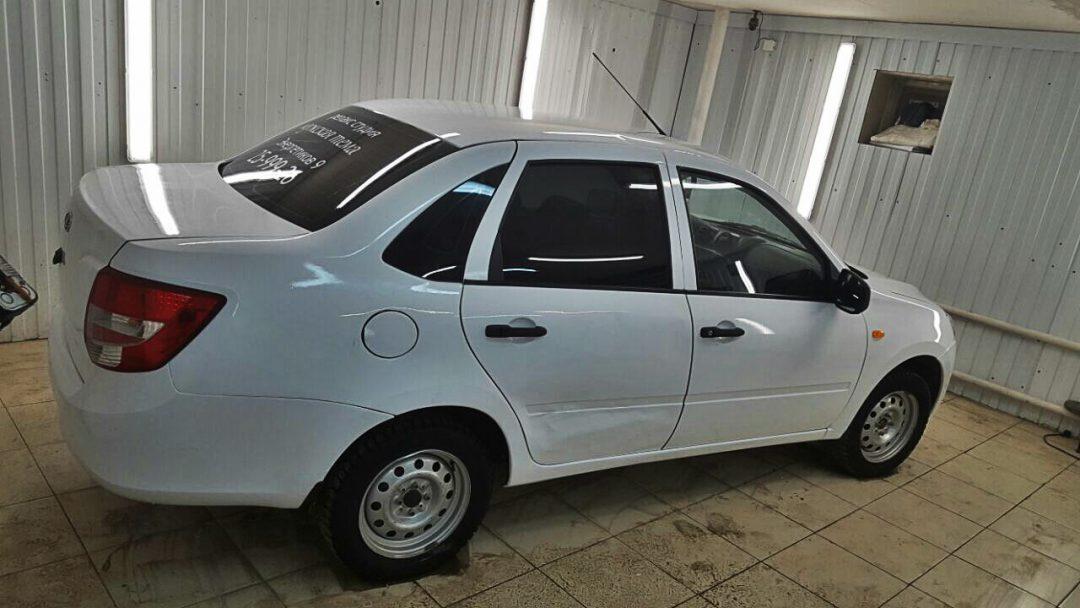 Оклейка автомобиля для такси в белый глянец- Лада Гранта