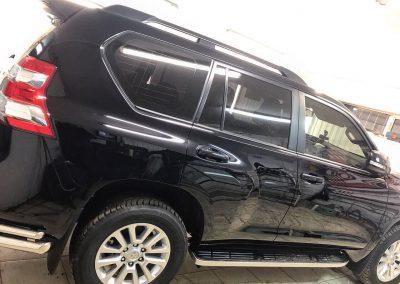 Демонтировали пленку с ранее оклеенного целиком в антигравийную пленку автомобиля — Toyota Prado