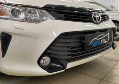 Оклейка всех хромированных деталей черной пленкой — Toyota Camry