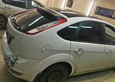 Оклейка крыши чёрной глянцевой пленкой КПМФ, тонировка Ultra Vision Supreme HP 05 CH SR HPR (Thermo)  — Ford Focus