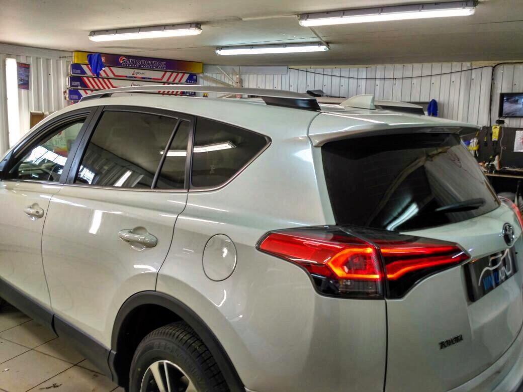 Тонировка задней части авто плёнкой Llumar ATR 05%  — Toyota Rav 4