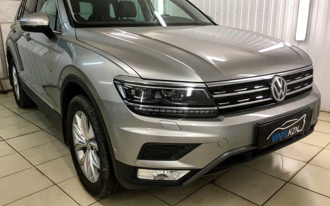 Бронирование антигравийной полиуретановой плёнкой HEXIS BodyFence передней части автомобиля — Volkswagen Tiguan