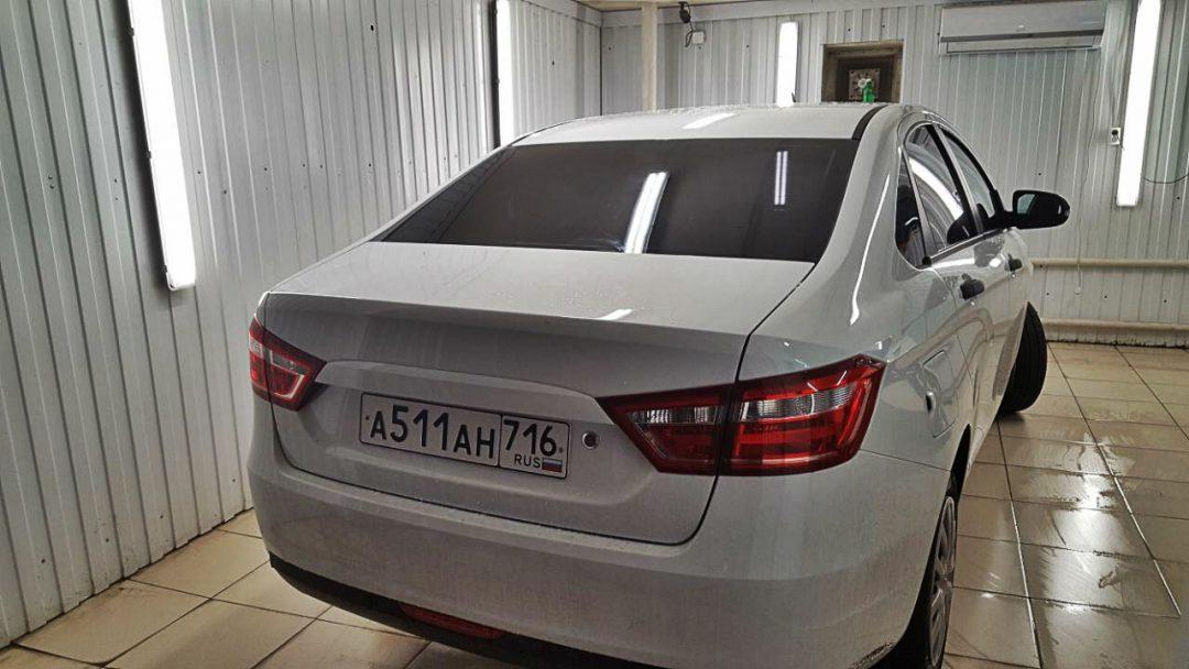 Тонировка задней части авто пленкой Armolan HP ONYX — Лада Веста