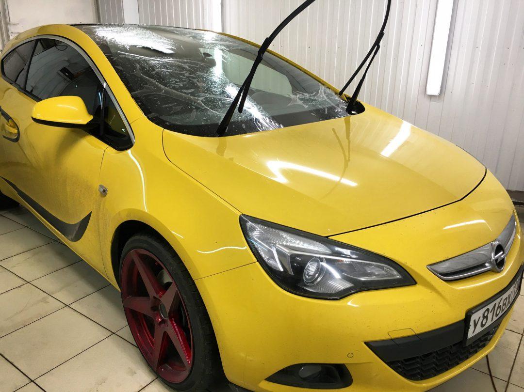 Бронирование лобового стекла автомобиля Opel Astra