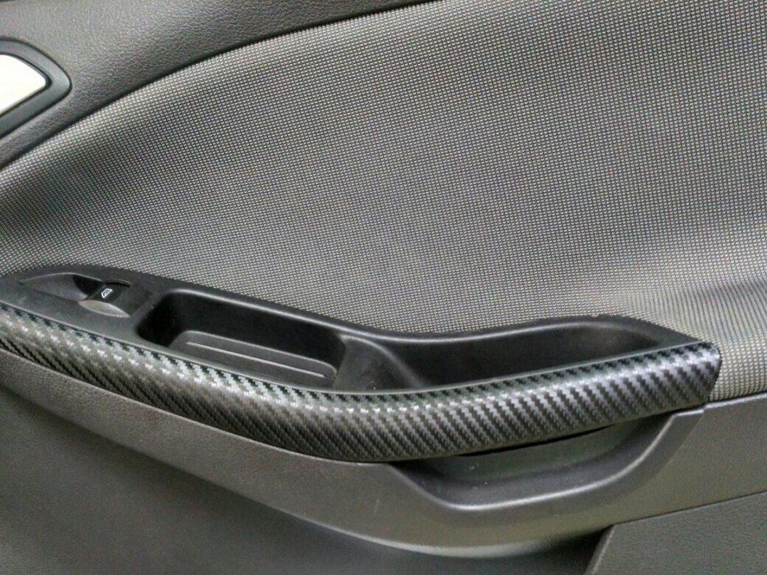Оклейка элементов интерьера авто в черный 3D Carbon — Ford Focus
