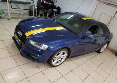 Стайлинг, оклейка кузова желтыми полосами, оклейка решетки в черный глянец — Audi A4
