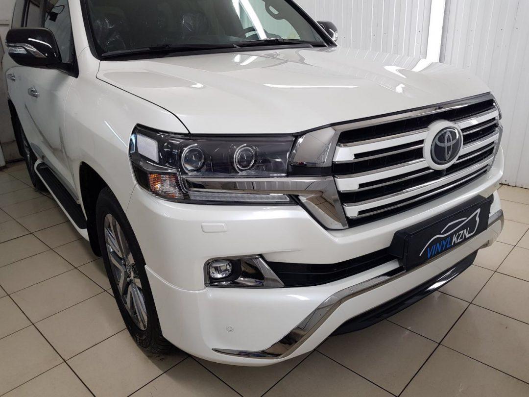 Бронирование всего кузова и фар авто полиуретановой пленкой Hexis Bodyfence, тонировка Llumar ATR 05 — Toyota Land Cruiser 200 Executive White