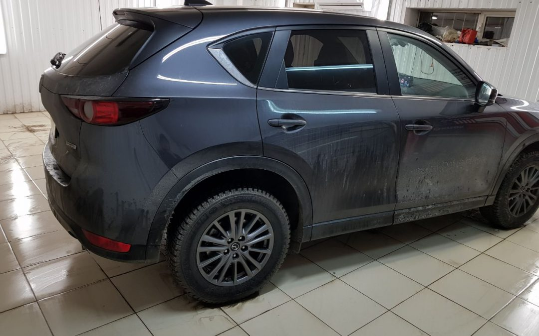 Тонировка пленкой Carbon стекол автомобиля Mazda CX-5