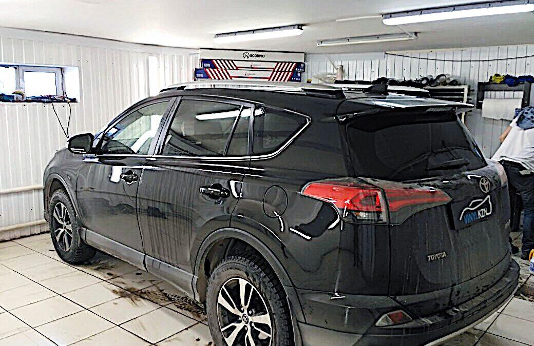 Тонировка пленкой Armolan Onyx 15 задней части авто Toyota Rav 4