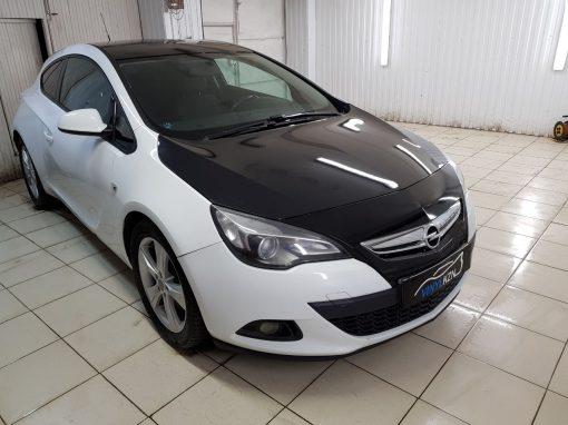 Оклеили капот, крышу и часть бампера в чёрный глянец — Opel Astra