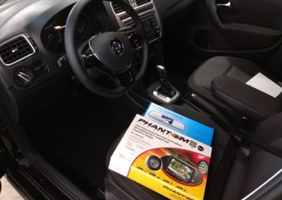 Установили сигнализацию Starline, парктроников, камеры заднего вида с зеркалом и тонировка — VW Polo