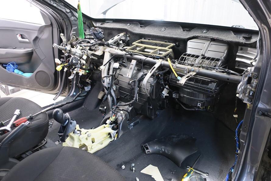 Восстановление торпеды (панели, подушек), накладки руля, разблокировка ремней безопасности, восстановление блока SRS — Kia Rio