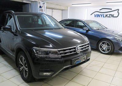 Бронирование антигравийной плёнкой передней части автомобиля — VW Tiguan
