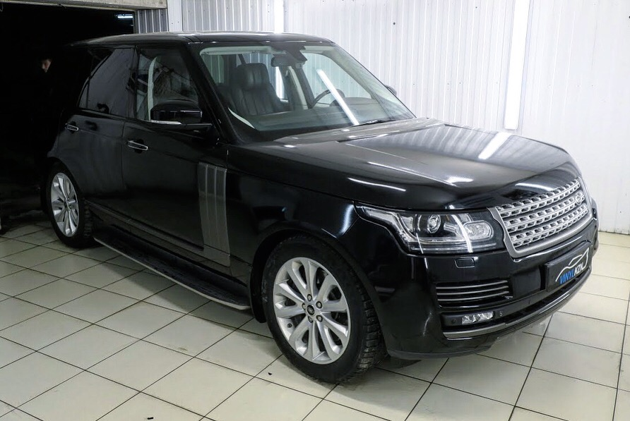 Range Rover Vogue полная оклейка чёрной глянцевой плёнкой КПМФ