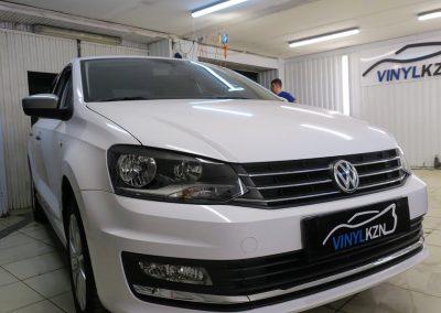 Оклейка  автомобиля пленкой белый глянец для такси,  тонировка — VW Polo