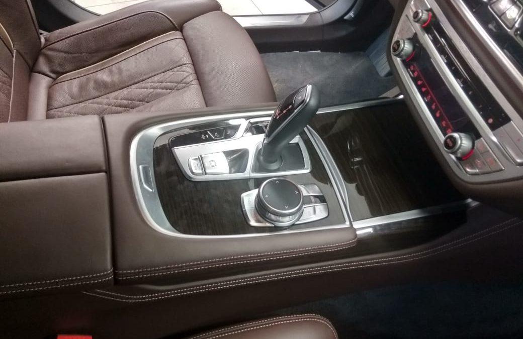 Защитили декоративный пластик салона полиуретановой пленкой Хексис — BMW 7 серии