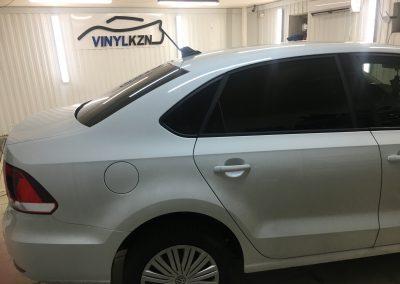 Тонировка задней части авто пленкой Llumar 95%, передних боковых 50%, бронирование порогов — VW Polo