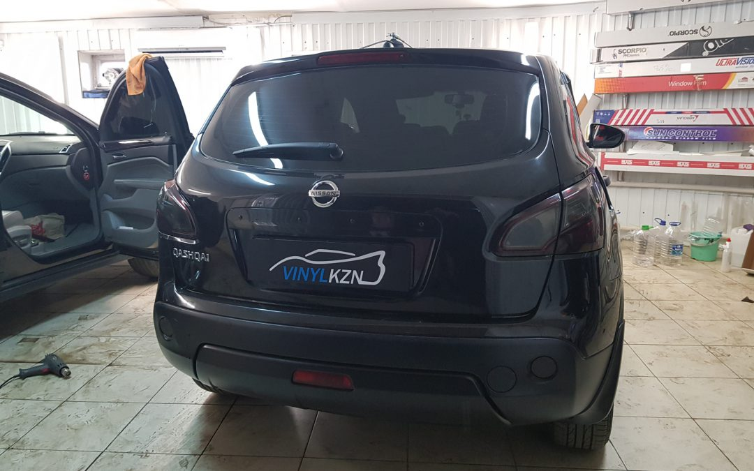 Тонировка задних фар автомобиля NISSAN QASHQAI