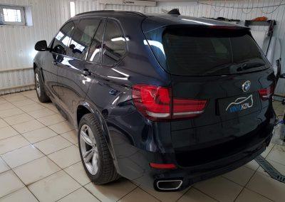 Тонирование задней части и передних боковых автомобиля 65%, лобовое 30% затемнения — BMW X5
