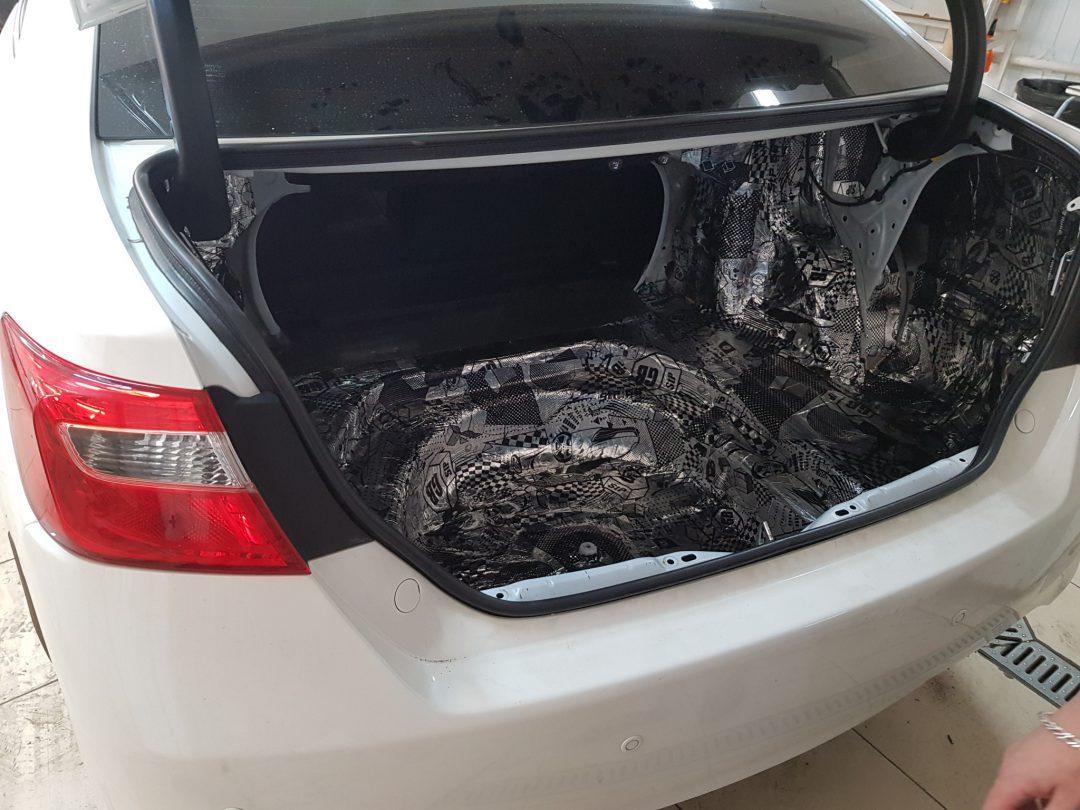 Шумоизоляция багажника на новой Toyota Camry