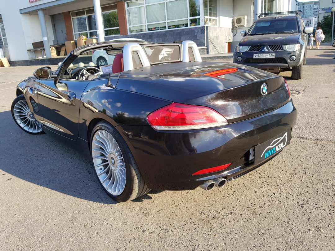 Оклейка кузова автомобиля BMW Z4 в пленку 3M 1080 Gloss Pearl Ember Black, пленка имеет крупный металлик и перелив на солнце